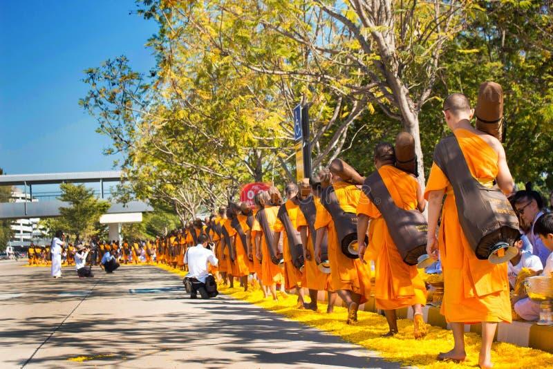 巴吞他尼府,泰国- 2016年1月:从Wat Phr的1,131名修士 免版税库存图片