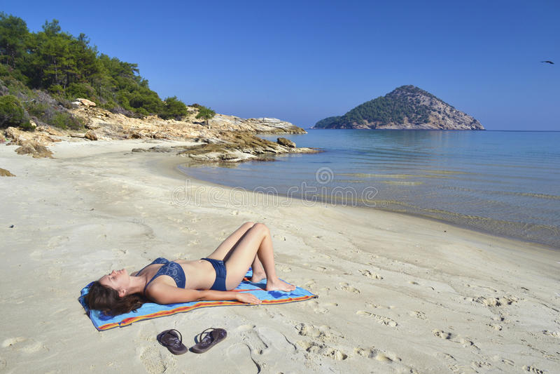 含沙海滩的海洋 免版税库存照片