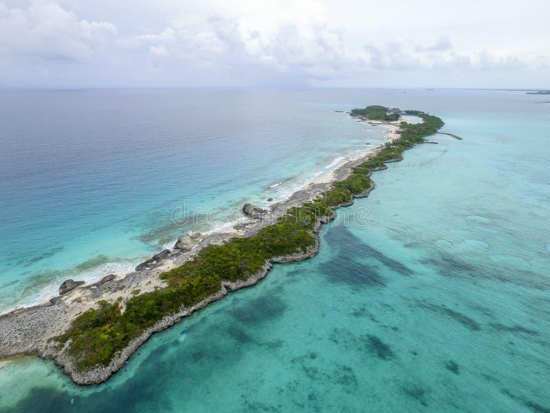 Download 含沙脚趾海岛,巴哈马看法靠岸 库存图片. 图片 包括有 流浪汉, 赞成, 掌上型计算机, 图象, 虚拟件 - 72365611