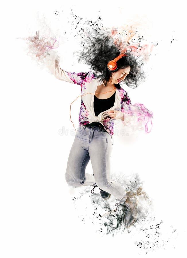 听到音乐的妇女的艺术画象 免版税库存照片