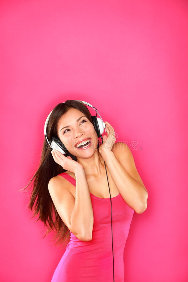 听到音乐的妇女 图库摄影