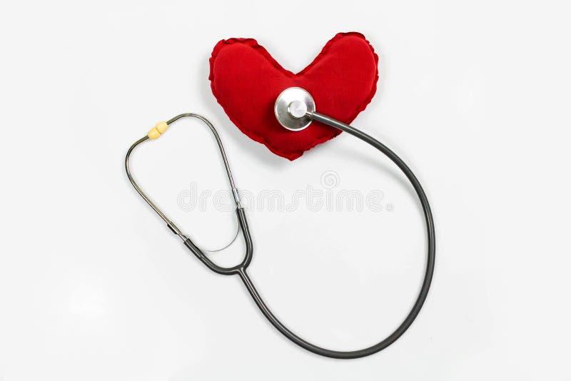 听诊器、白背景红心医用耳机 库存图片