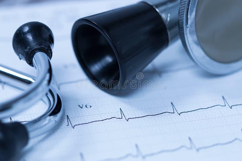 听诊器和心电图 图库摄影