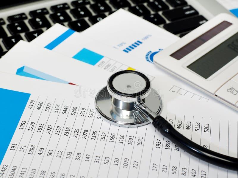 听诊器和数据回顾 图库摄影