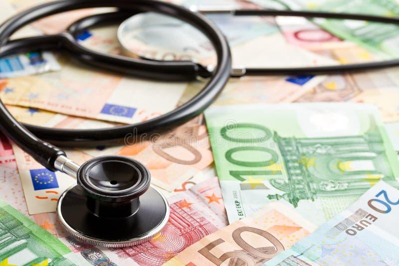 听诊器和欧洲钞票 免版税库存图片