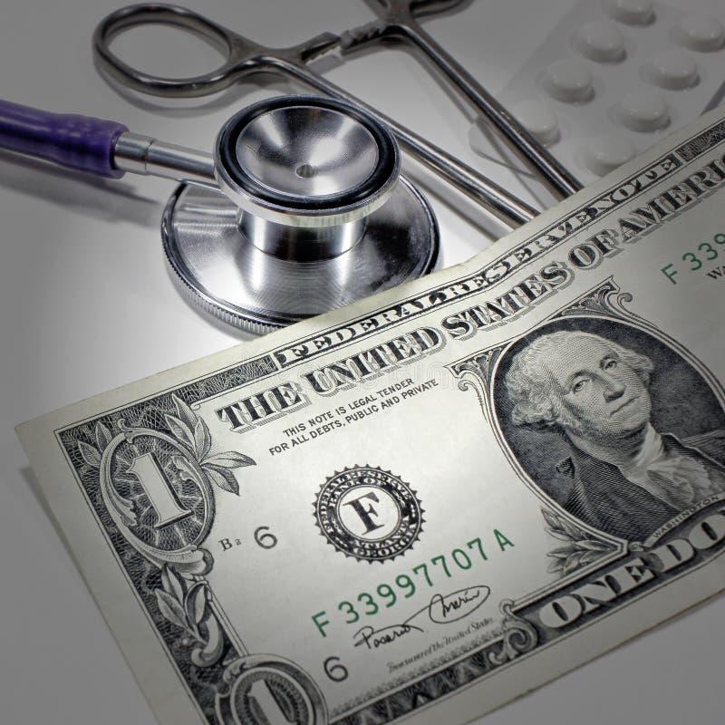 听诊器美元、开支以健康或经济援助 库存照片