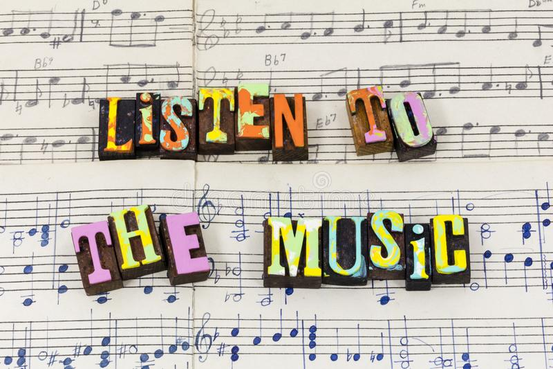听音乐感受唱歌享用戏剧爱印刷术字体 库存图片