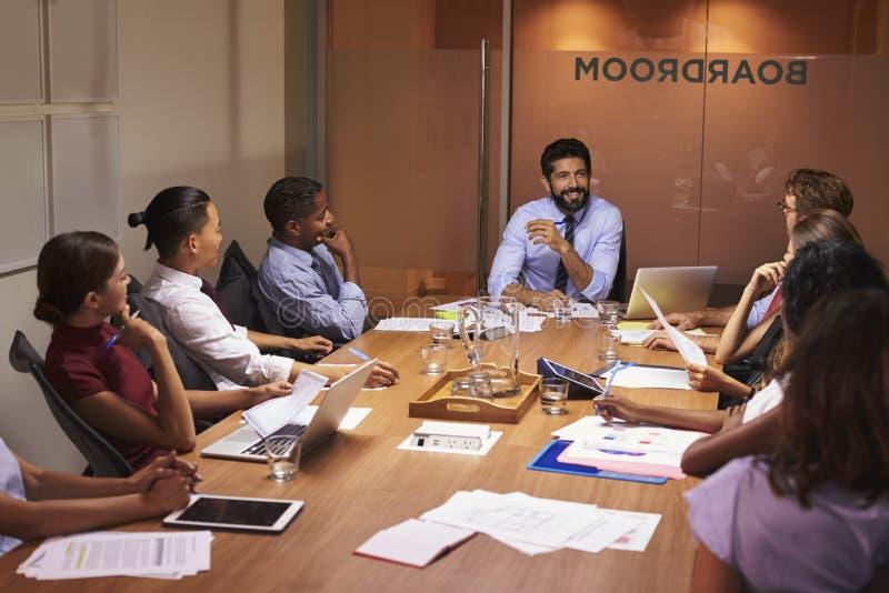 听经理的商人在会议室会议上 免版税图库摄影