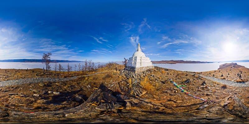 启示Ogoy佛教stupa在一个海岛上的在贝加尔湖 vr?? 球状全景360度180 库存照片