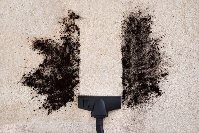 吸尘器清洁地毯 免版税库存图片