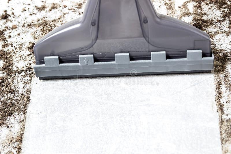 吸尘器 地毯真空吸尘器 清洁 肮脏的地板 库存图片