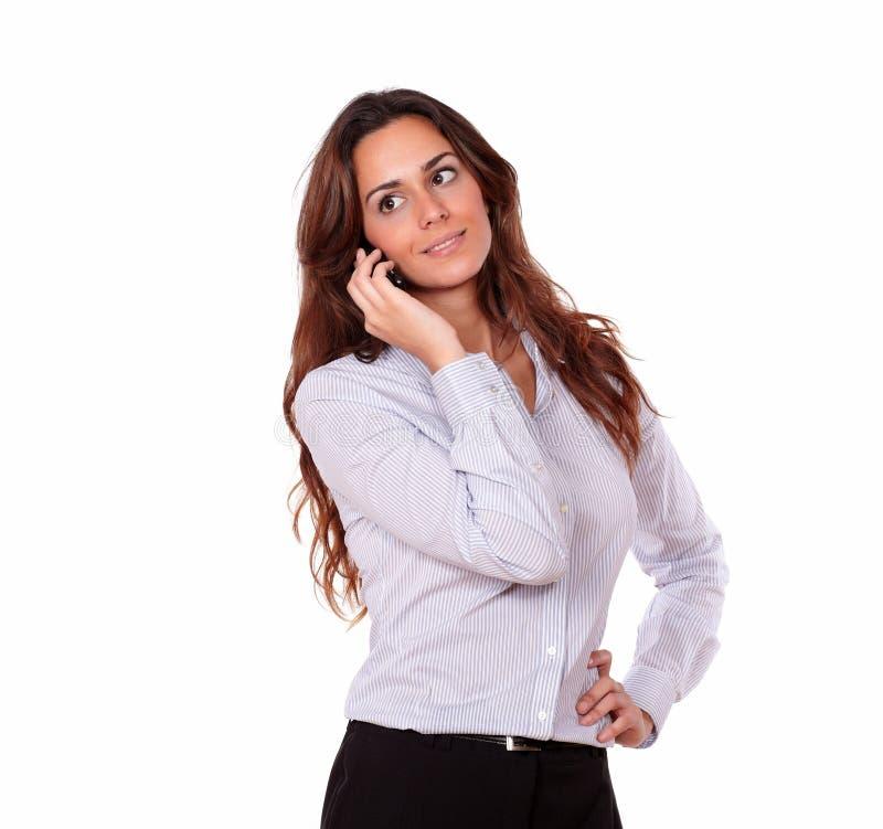 吸引人妇女谈话在手机 免版税库存图片