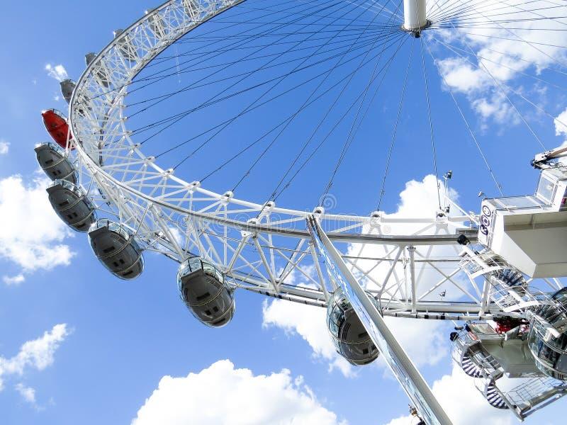 135 443吸引力首都欧洲眼睛英尺ferris伦敦测量多数普遍的河最高的泰晤士英国轮子 免版税库存照片