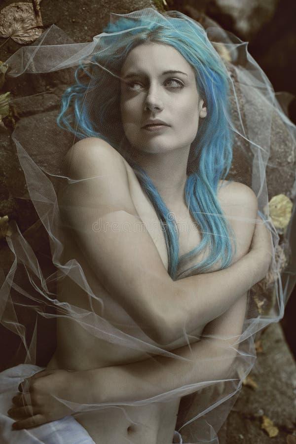 吸血鬼妇女黑暗的画象  免版税库存图片