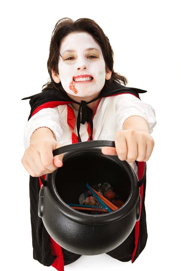 吸血鬼把戏或款待在万圣节 免版税库存图片