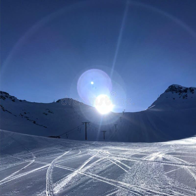 吹口哨Heli滑雪 库存图片