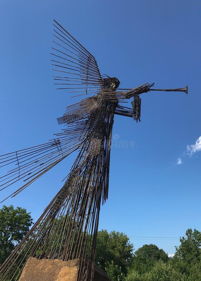 吹小号天使雕塑在切尔诺贝利,乌克兰中 免版税库存图片