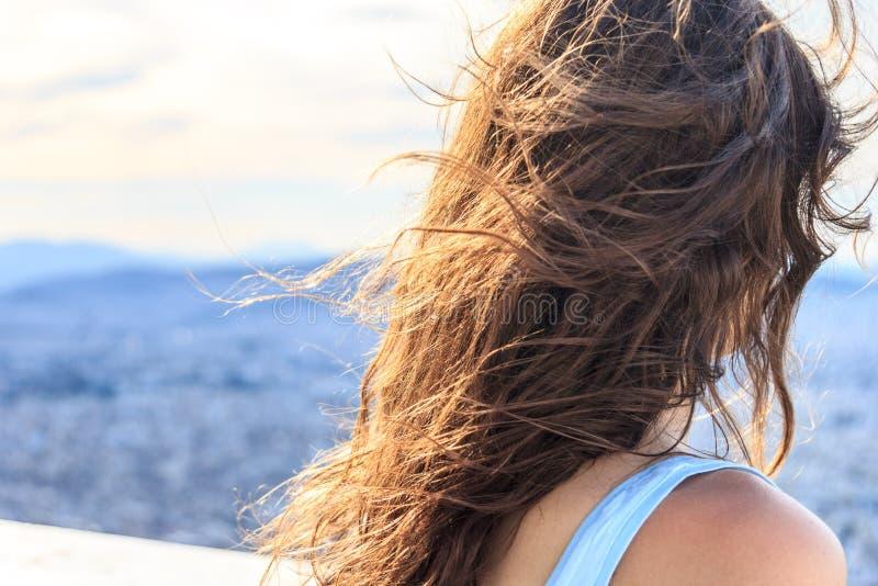 吹的女孩头发 免版税库存图片
