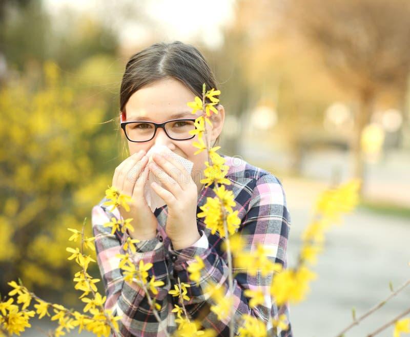吹的女孩她的鼻子 图库摄影