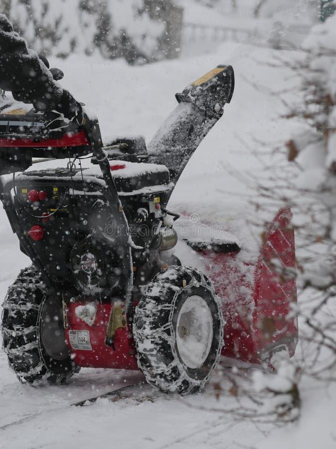 吹雪机在冬天 免版税库存照片