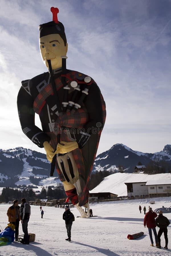 吹风笛者气球苏格兰人 编辑类库存照片