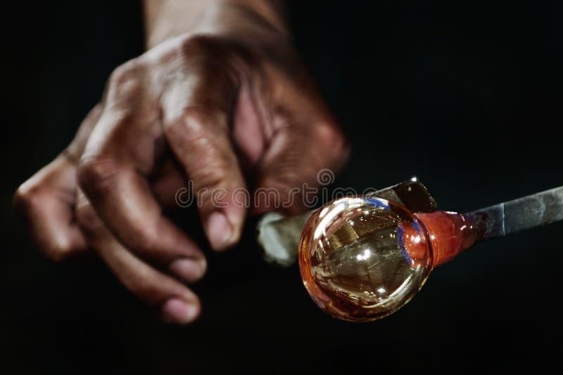 吹玻璃器工作  免版税库存图片