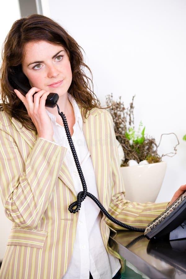 告诉电话招待员 免版税库存图片