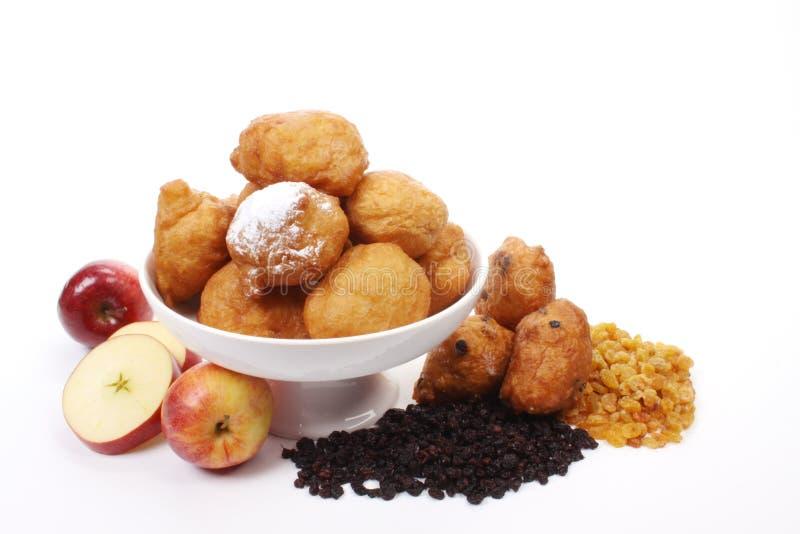 告诉的油炸圈饼荷兰语oliebollen 免版税库存图片