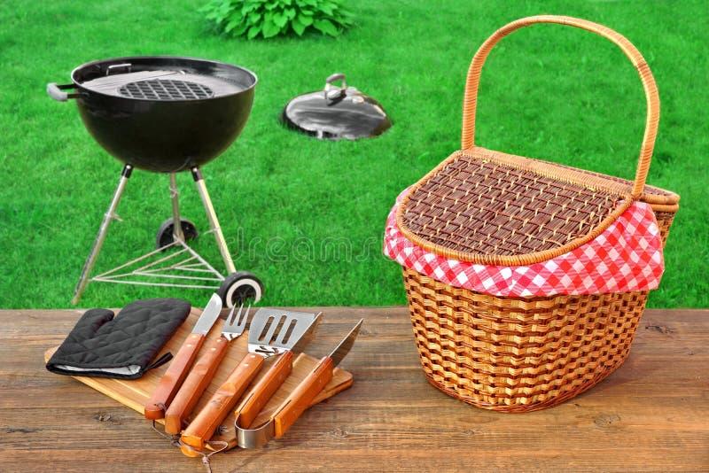 周末夏天室外BBQ党Ot野餐场面 库存图片
