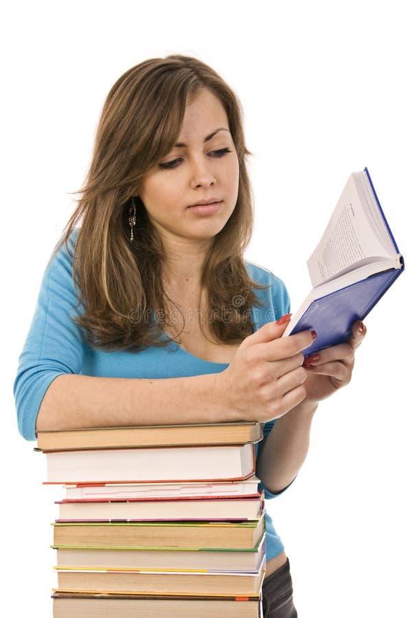 周道美好的书女孩读取 免版税图库摄影