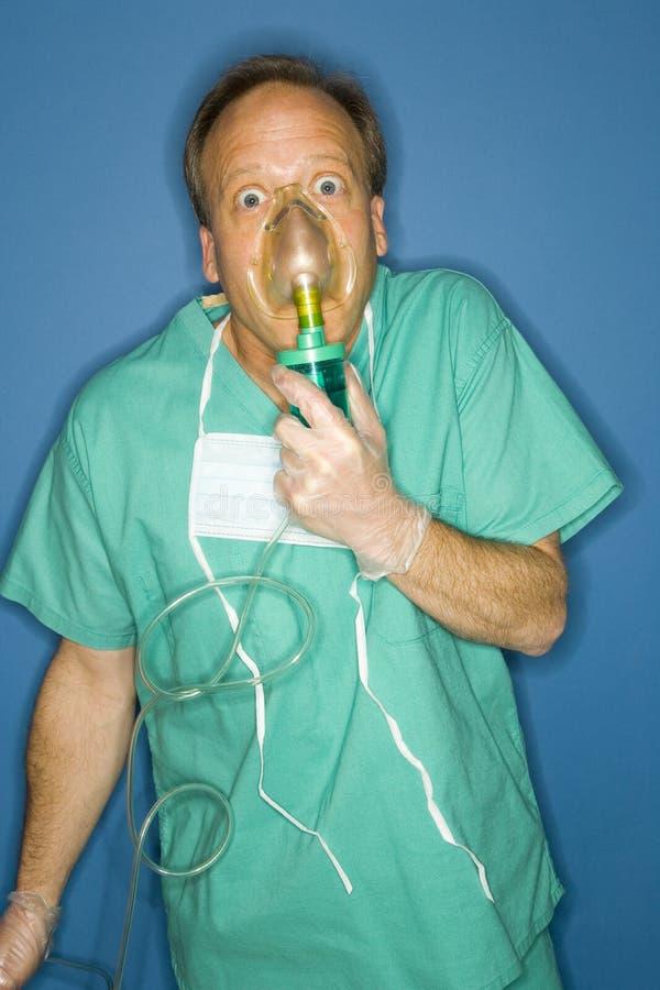 呼吸的医生氧气 库存照片
