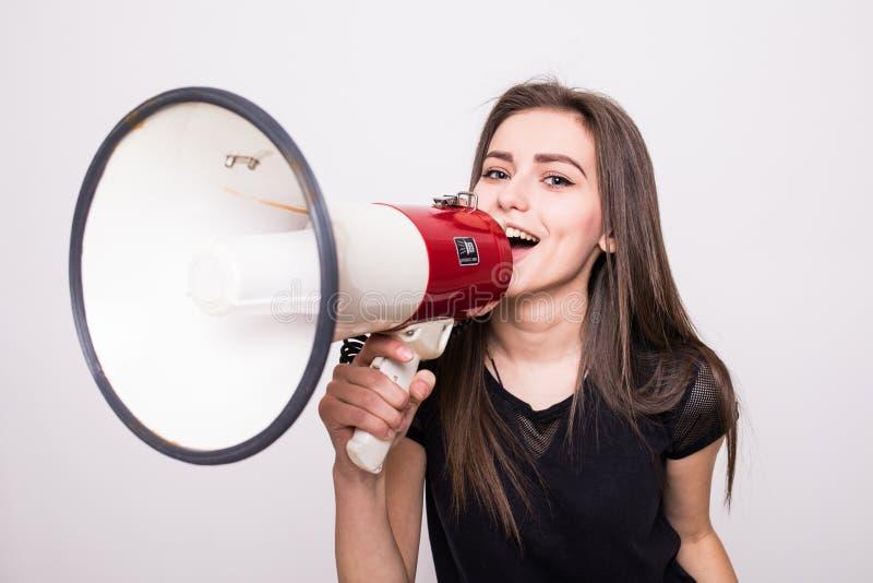 呼喊入在拷贝空间的扩音机的俏丽的女孩 免版税图库摄影