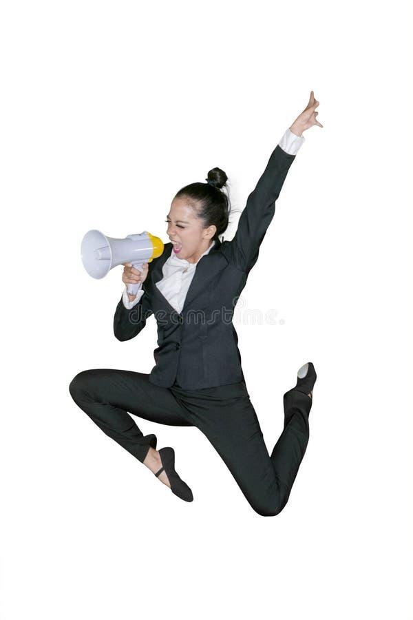 呼喊在扩音机的激动的女商人 免版税图库摄影