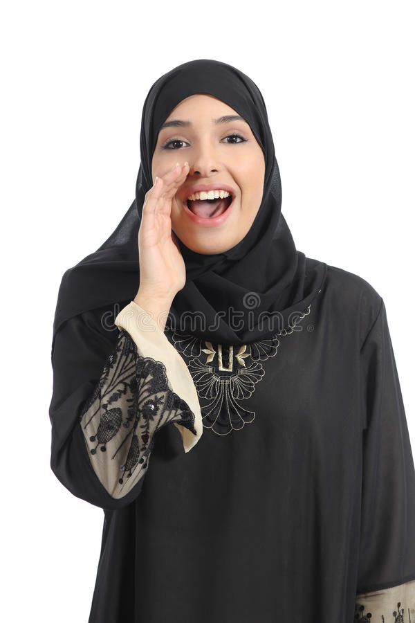 呼喊用在嘴的手的阿拉伯沙特酋长管辖区妇女 免版税库存照片
