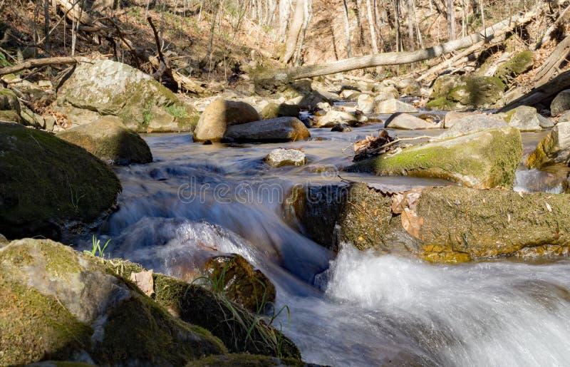 咆哮跑的小河一个抽象看法  库存图片