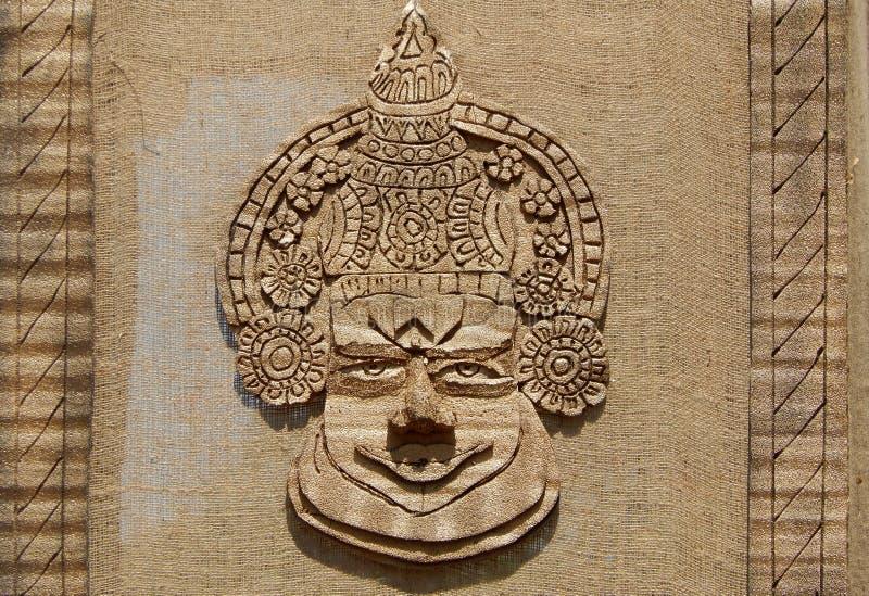 从黄麻和喀拉拉传统kathakali舞蹈家的其他自然物质展示面孔做的书刊上的图片 库存图片