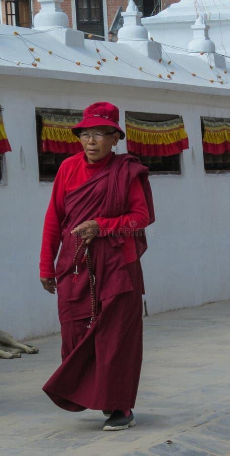 和尚在尼泊尔寺庙修道院里 库存照片