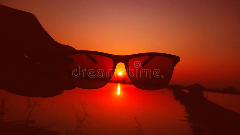 和平和休闲的惊人和美好的日落视图时间 库存照片