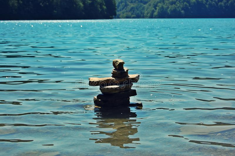 和平在水中 免版税库存照片
