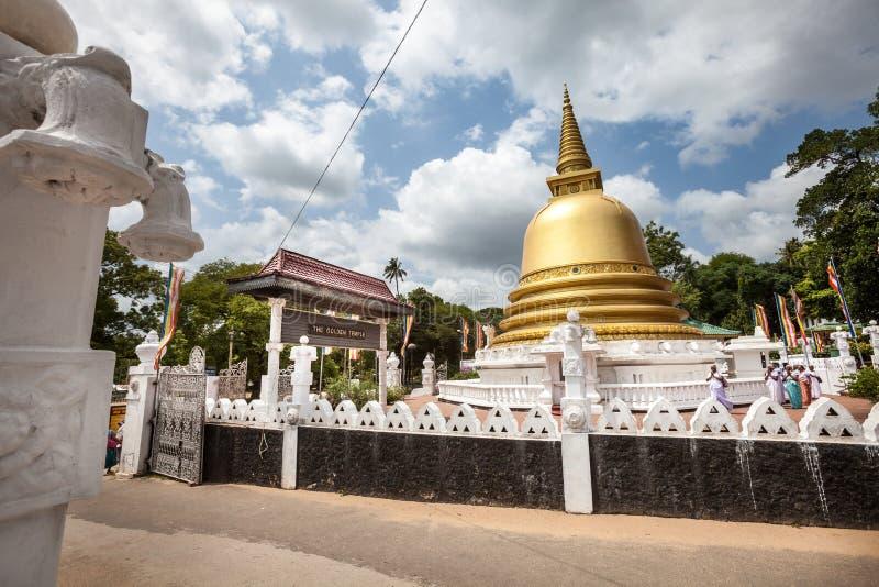 和平塔Stupa Dambulla洞寺庙 金黄寺庙 斯里南卡 图库摄影