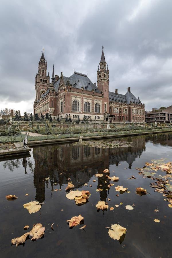 和平宫殿庭院在秋天 库存照片