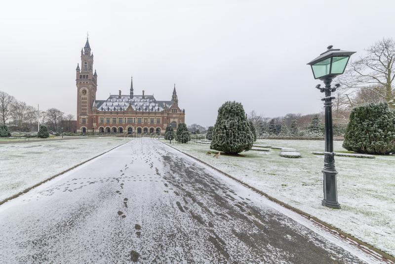 和平宫殿, Vredespaleis,在雪之下 图库摄影