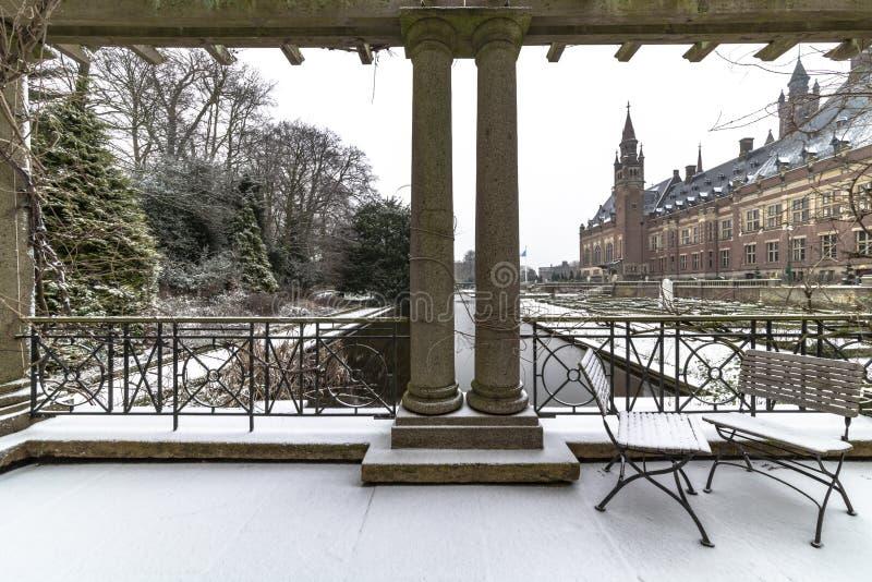 和平宫殿, Vredespaleis,在雪之下 免版税库存图片