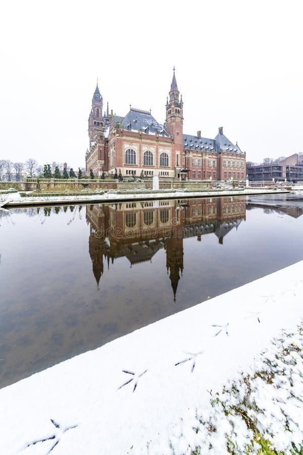和平宫殿, Vredespaleis,在雪之下 库存图片