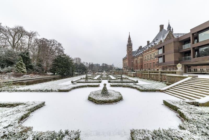和平宫殿, Vredespaleis,在雪之下 免版税库存照片