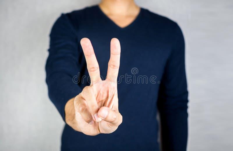 和平手势标志,两个手指手, 免版税库存图片