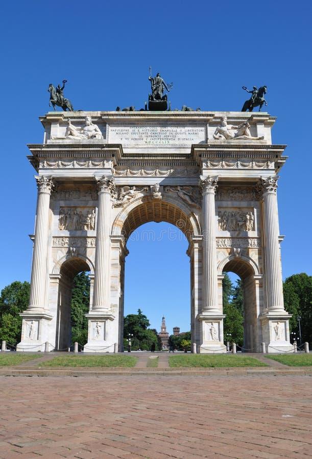 和平曲拱在Sempione公园,米兰,伦巴第 库存图片