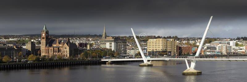 和平桥梁在伦敦德里 免版税图库摄影