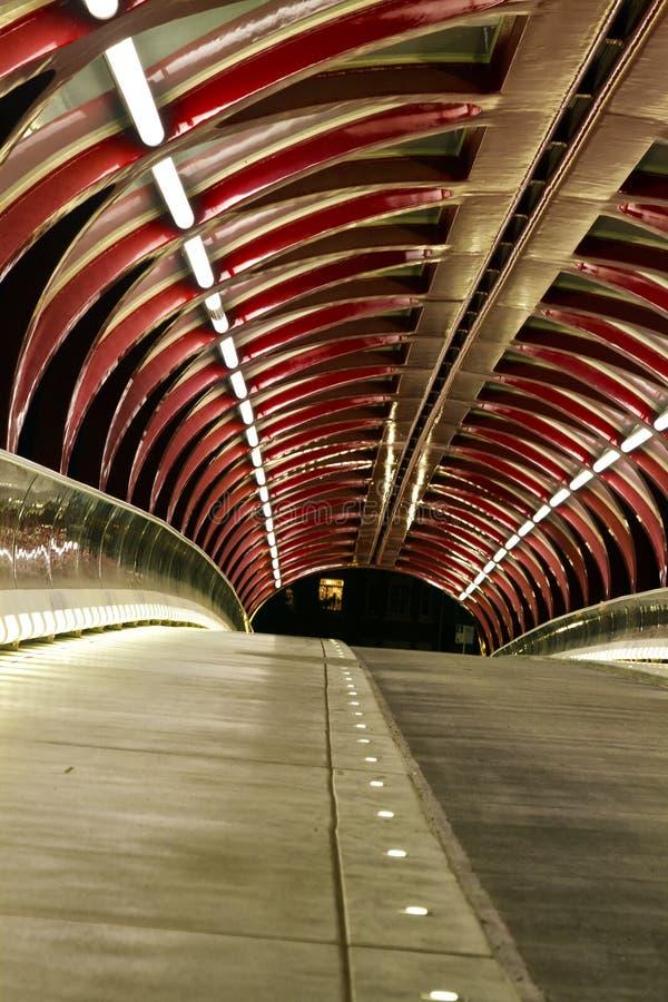 和平桥梁在夜之前 免版税库存照片