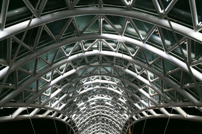 和平桥梁 窃取和玻璃建筑 图库摄影